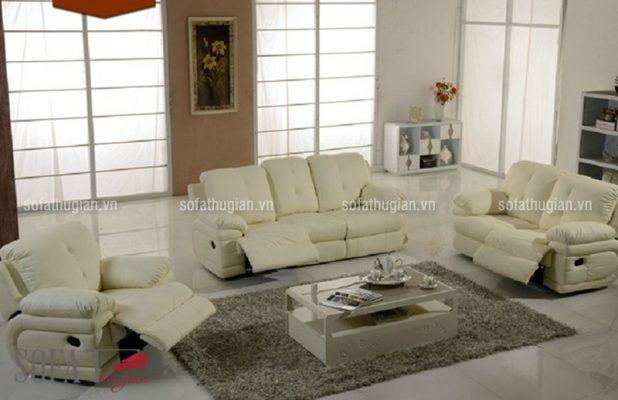 Bộ ghế sofa thư giãn màu vàng sữa nhẹ nhàng, quý phái kết hợp hài hòa với bộ bàn trà gỗ